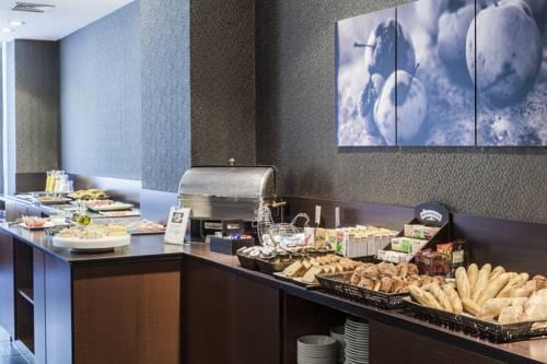Szwecki stół w AC Hotel Carlton Madrid by Marriott