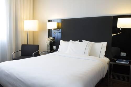 Stylowe nwetrze pokoju dwuoosobowego AC hotel madrid feria by marriott