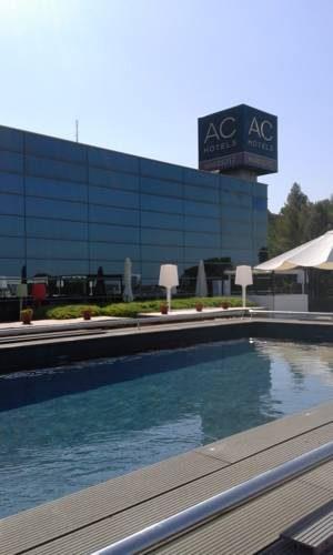 Basen w hotelu AC Hotel by Marriott Palau de Bellavista, Hiszpania