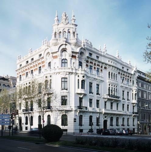 Odrestaurowana kamienica al palacio del retiro autograph collection