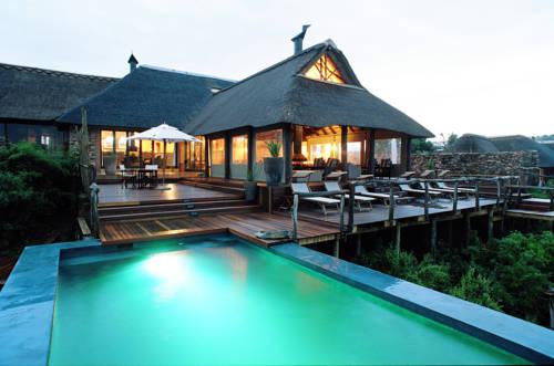Basen i tara w chatce hotelu african pride pumba gae resort spa