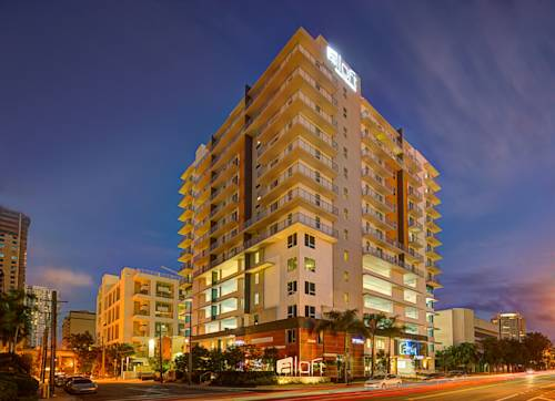 Budynek hotelu aloft miamai brickell nocą