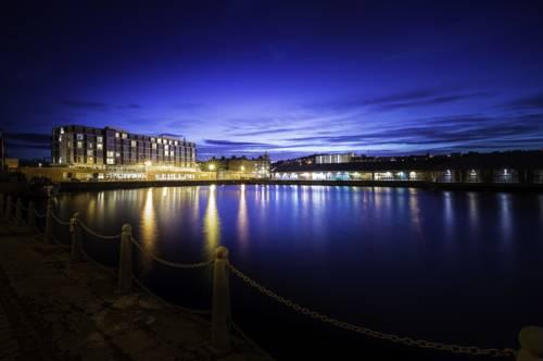 Ujęcie nocą Apex City Quay Hotel & Spa, wielka Brytania
