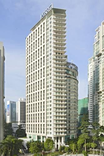 Hotel Ascott położony wśród innyc wieżowców