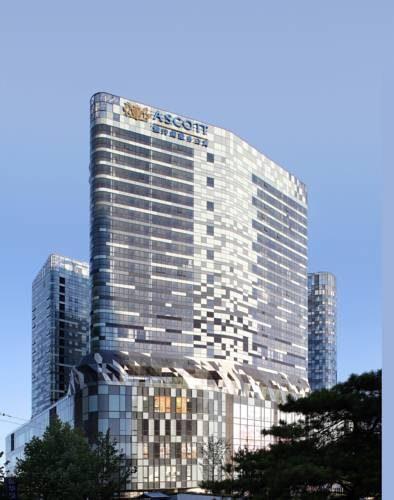 Wysoki budynek hotelu Ascott Raffles City Beijing z pięknym widokiem