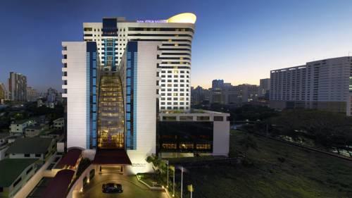 Niesamowity budynek hotelu AVANI Atrium Bangkok,