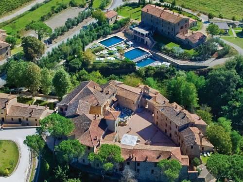 Widok z lotu ptaka na zamek Monastero
