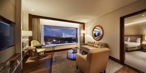 Apartament w hotelu Conrad Istanbul Bosphorus z widokiem na most, Turcja