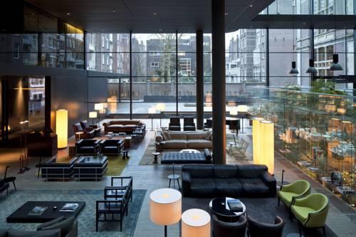 Miejsce gdzie można usiąśćna sofie w conservatorium hotel