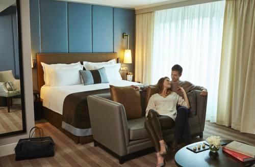 Zakochana para w pokoj hotelu Corinthia Hotel Lisbona