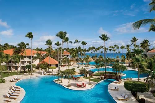Wymorzone miejscez palmami i plarzą w Punta Cana Luxury Collection