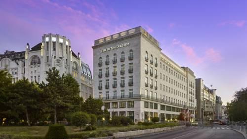 Piękny budynek elizabeth park hotel budapest a ritz carlton partner hotel