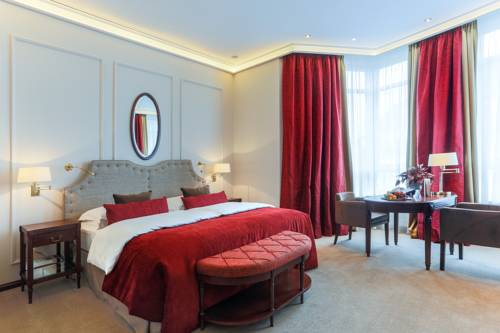 Królewskie wnętrze w hotelu Excelsior Hotel