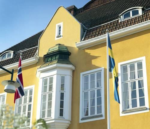 Flagi powiewające na hotelu Grand Hotel Alingsås, Szwecja