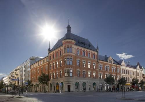 Hotel First hotel orebro przy pełnym słońcu