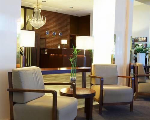 Recepcja w first hotel strand i poczekalnia