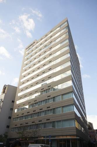 Budynek fraser residence nankai osaka z widokiem z tarasu