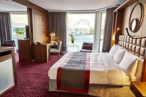 Gustowne wnętrze w hotelu Grand Hôtel Kempinski Genève, Szwajcaria