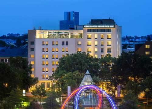 Hotel Grandhotel Hessischer Hof z kolorowymi światłami