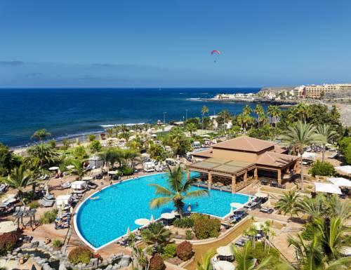 Kompleks z basenami oraz widokiem na morze w hotelu H10 Costa Adeje Palace, Możliwość latania na paralotni, Hiszpania