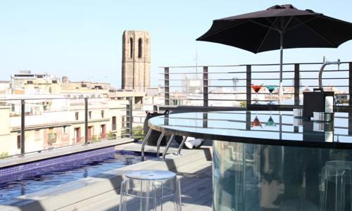 Taras z basenem i cudownym widokiem na Barcelone z hotelu Bagues, Hiszpania
