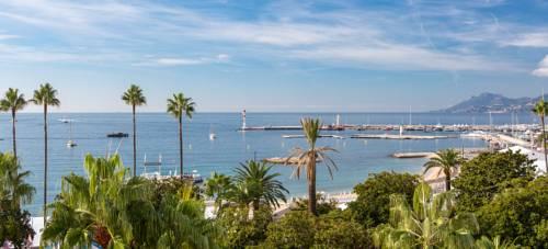 Widok z hotelu Barriere Majestic na morze