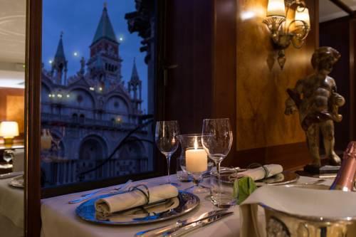 cudownie przygotowany stół na kolacje