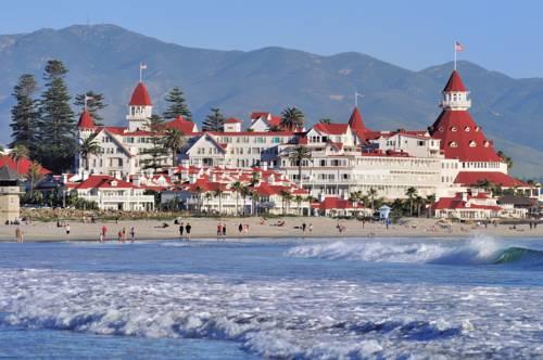 wzburzone morze i hotel del coronado