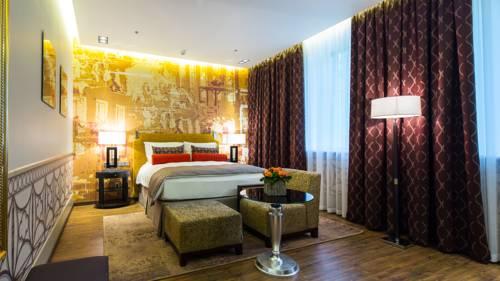 Pokój dwuosoby z dużymi oknami hotel indigo st petersburg tchaikovskogo