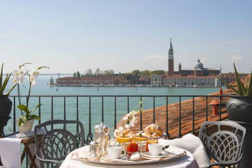 Stół ze śniadaniem hotel metropole w Wenecji
