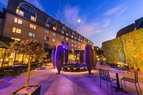 Ogórd i rzeźby w hotelu Hotel Sofitel Brussels Le Louise, Belgia