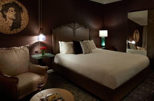 Pokój dla dwojga w stylu intage w hotelu vintage w Porugalii