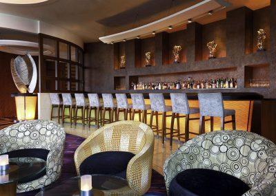 Bar w hotelu Le Meridiente Cyberport w Chinach