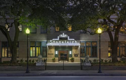 Wejście do hotelu le meridiene dallas the stoneleigh