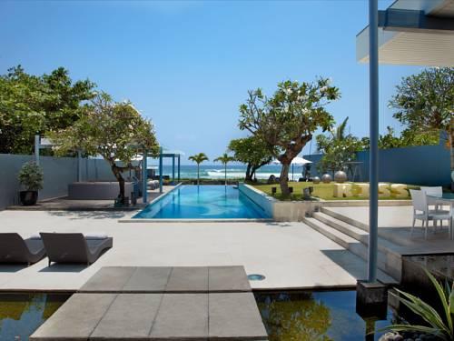 Basen i ogródek przy hotelu luna2 studiotel