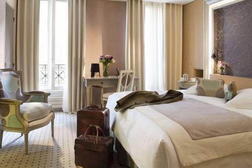 Sylowe walizki w pokoju dla dwojga w madison hotel by mh
