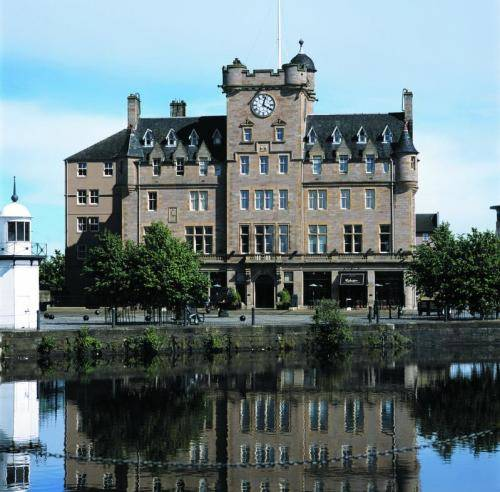 Widok na hotel Malmaison Edinburgh z drugiej strony rzeki, Wielka Brytania