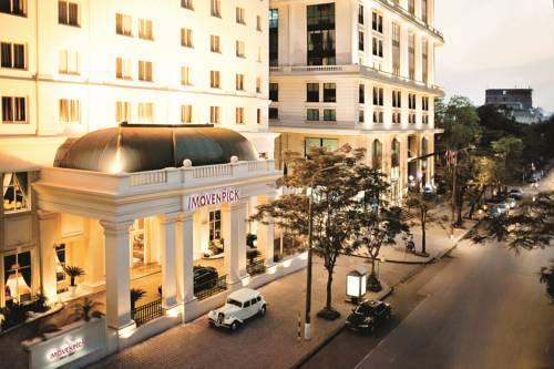 Głowne wejście do hotelu Moevenpick Hotel hanoi