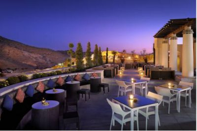 Cudowny widok z tarasu moevenpick resort petra