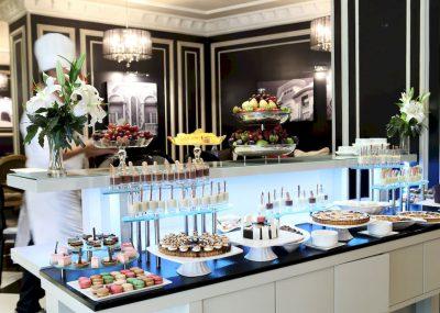 Stół ze słodkościami w movenpick hotel casablanca