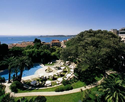 Niesamowity basen wśród zieleni przy hotelu Olissippo Lapa Palace Hotel, Portugalia