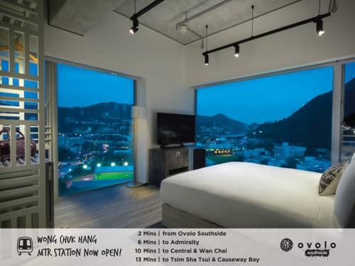 Duże okna z pięknym widokiem na miasto w hotelu Ovolo Southside, Hongkong