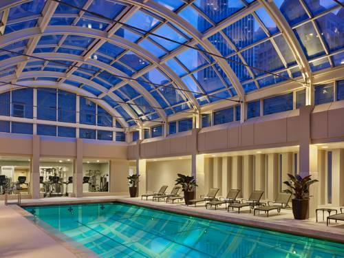 Basen i siłowania wewnątrz hoteli Palace Hotel Luxury