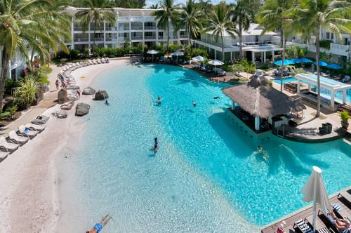 Prywatna plaża hotelu Peppers Beach Club and Spa w Plam Cove w Australli