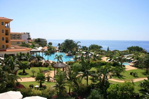 Widok na morze oraz basen w porto mare hotel