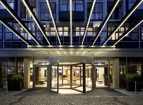 Nowoczense wejście do hotelu Pullman Hotel Munich, Niemcy