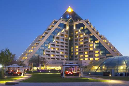 Hotel w postaci trójkąta Raffles Dubai