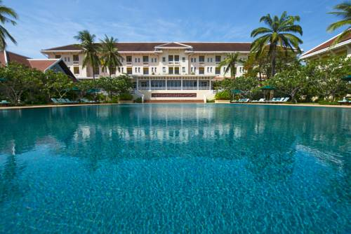 Hotel z basenem i cudownym egzotycznym ogrodem w hotelu Raffles Grand Hôtel d'Angkor, Kambodża