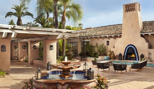 Miejsce wypoczynku z fontanną i kominkiem w hostelu Rancho Valencia