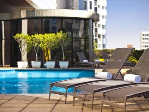 Spokojne miejsce nad basenem w Renaissance Sao Paulo Hotel, Brazylia